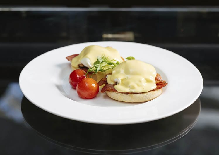 Breakfast at Lobby Lounge eggs benedict