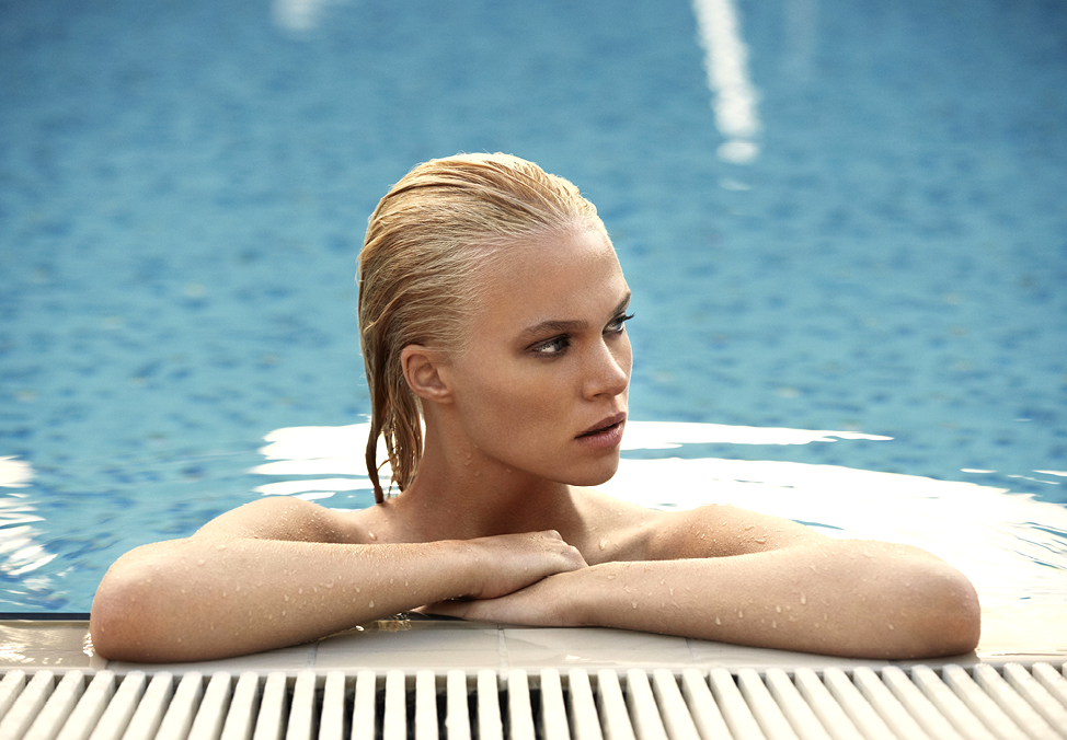 Girl leaning side of pool - $55 Ultimate Lunch | Crown Perth