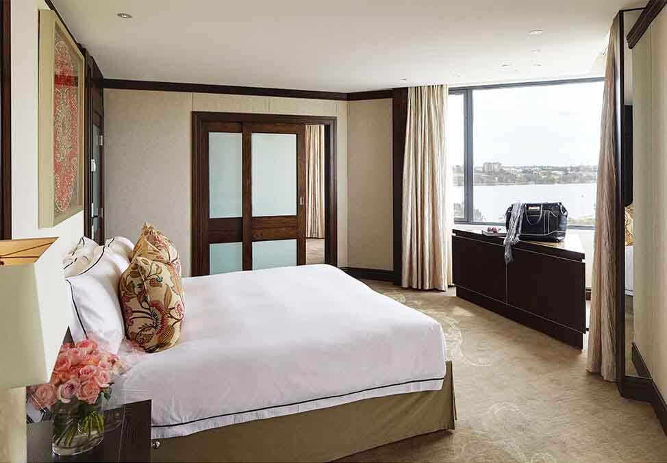 Perth Hotels Metropol InfinitySuite Bed